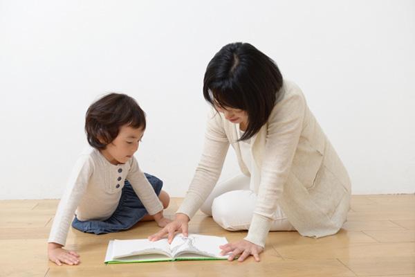 妻のみが自宅を追い出され、実質的に子どもの監護ができなくなった状況で、妻が子どもの親権を取得した上で離婚に成功した事例