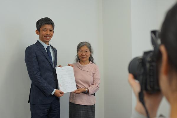【南日本新聞掲載】弁護士法人グレイスは「こども食堂」と提携協定を締結しました。子どもの貧困問題に対し、法律面でも支援します。